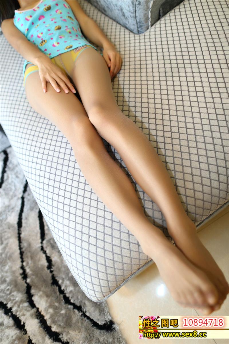 雙馬尾辣妹穿絲襪,誘惑的不行啊!好腿 [22P]