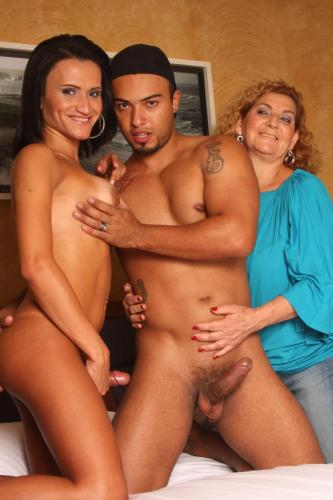 Hot ass tranny Fabricia gets in a very hot