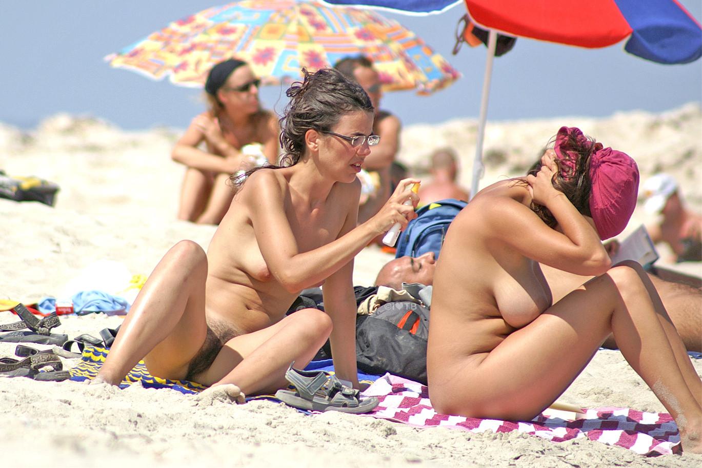 Vdeo amateur grabado a escondidas en una playa nudista