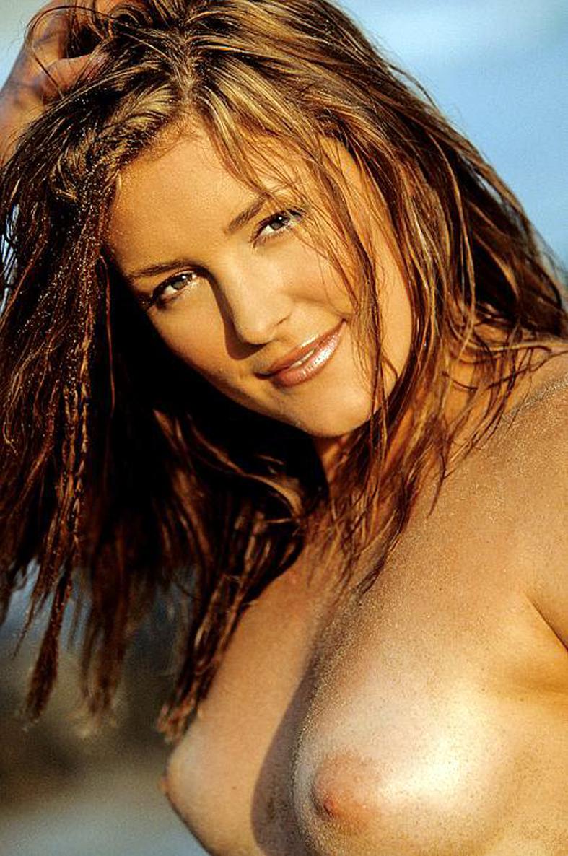 Rihanna, Selena Gomez y las 100 fotos de famosas desnudas