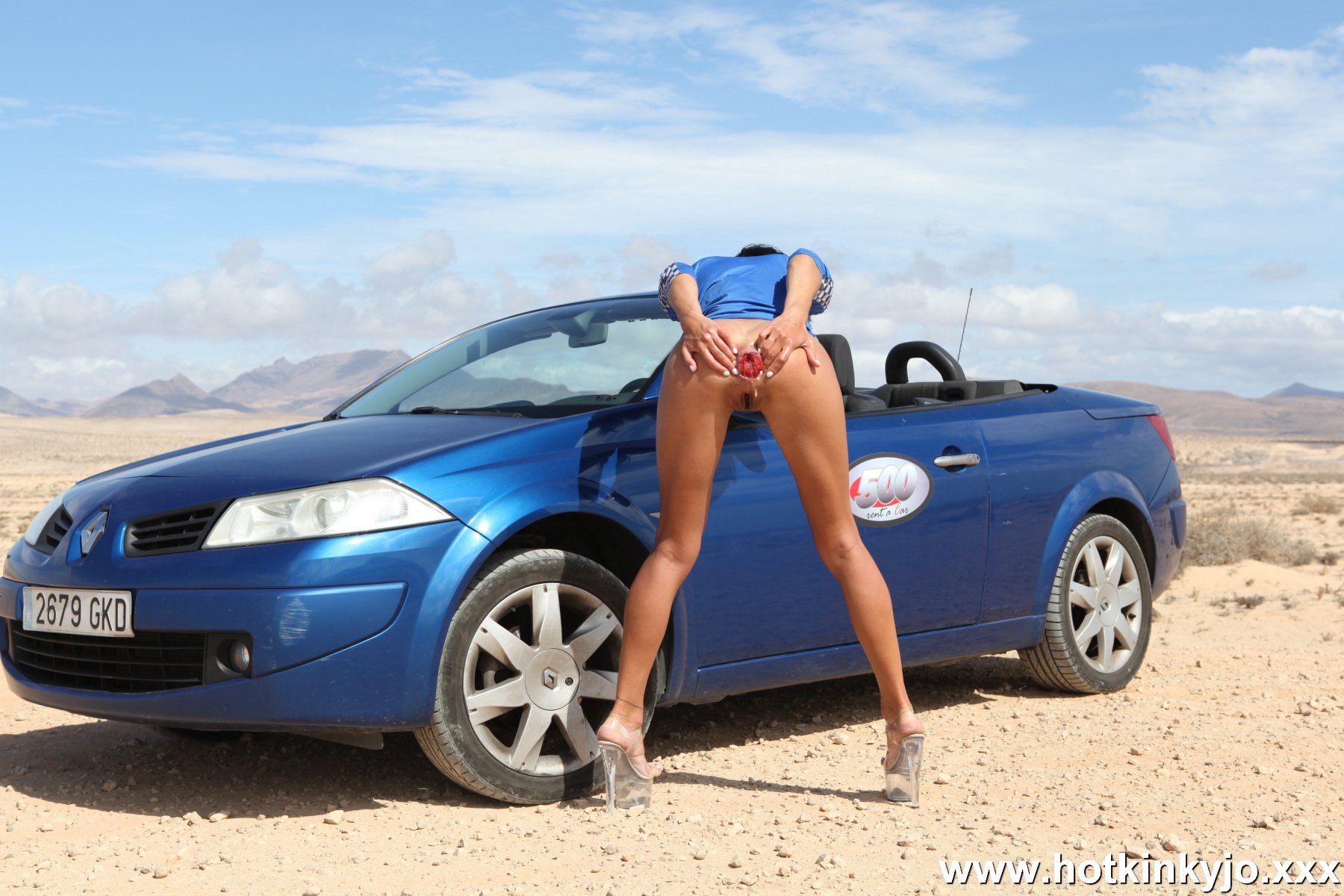 [HotKinkyJo] Car, desert and hardcore self anal punching