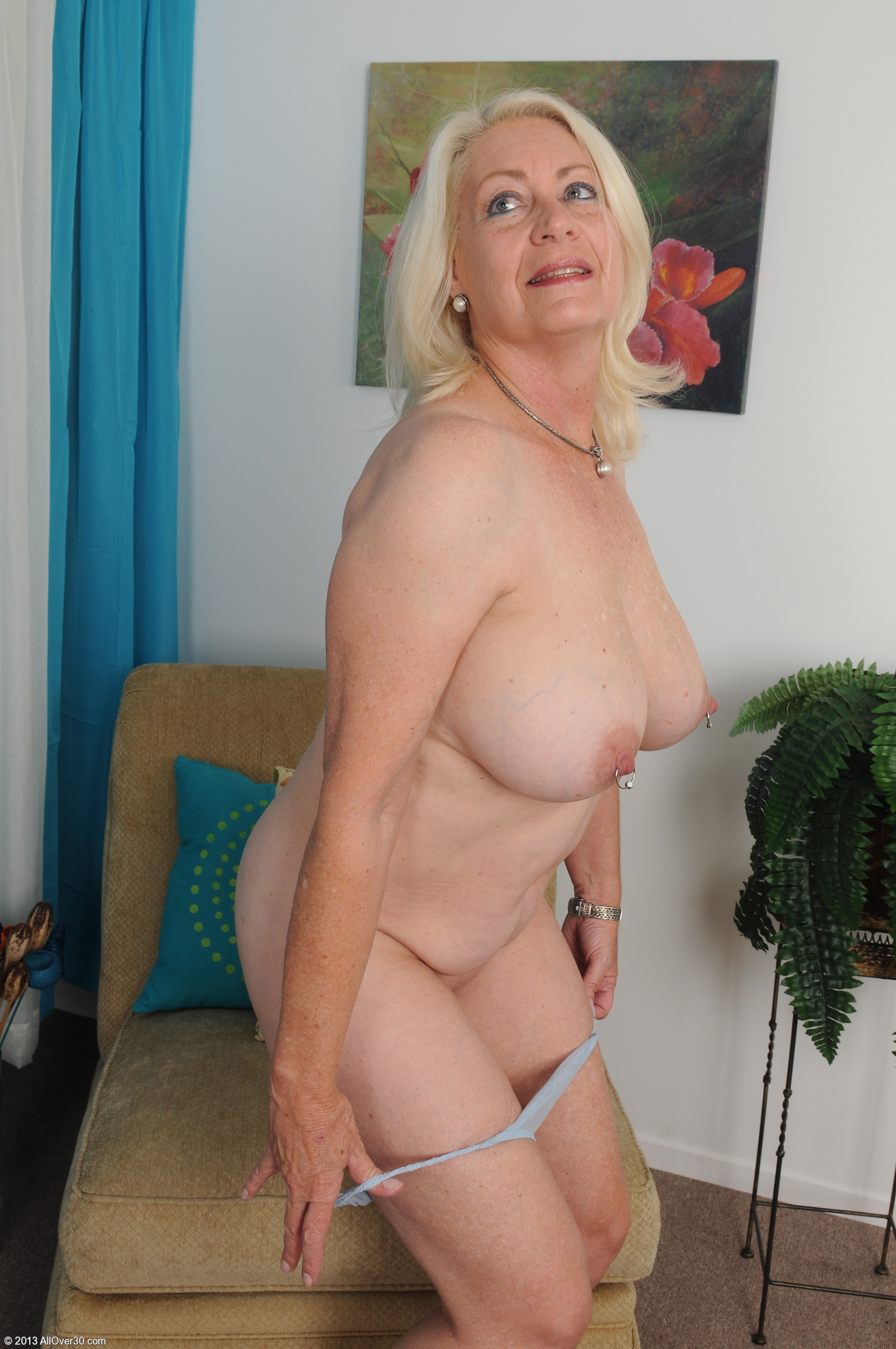 Фото голая старая блондинка 24 фотография
