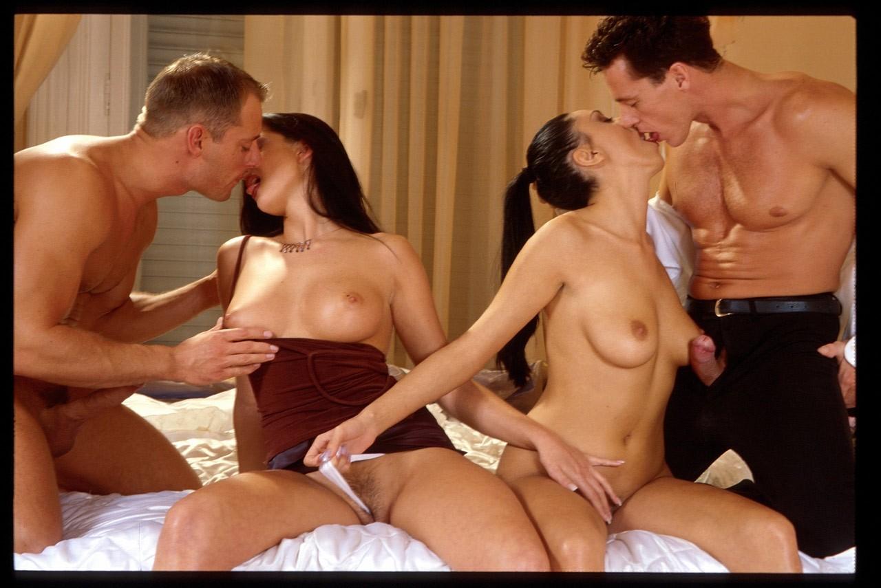 Ролики секс двух пар, Порно вчетвером - секс мжмж две девушки и два мужика 5 фотография