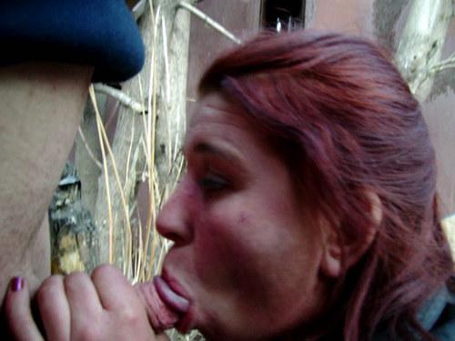 лисичкой бездомную девушку ебет за бутылку водки гавайях