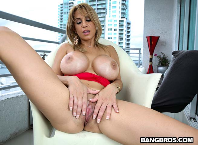 9d9f7ghd8h4fj0h0jk2kyui3ysd120f00 2d2 Alyssa Lynn (Creampie for horny big tit MILF / 17.08.2014)