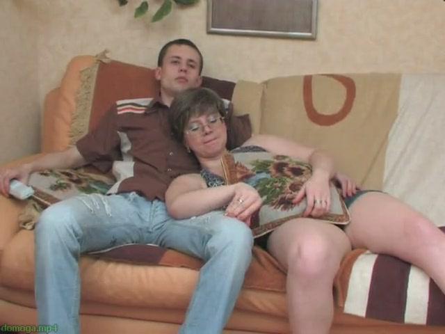 domashnee-porno-video-pristavaniy-zrelih-k-parnyam