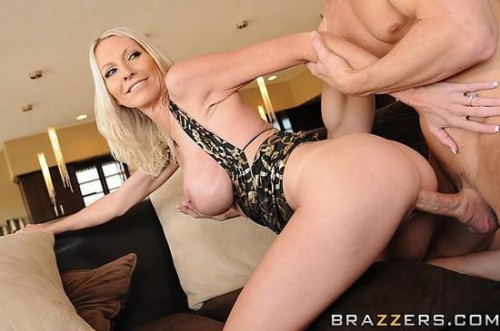 Emma Starr - Milf Party Planner Fucks The Host