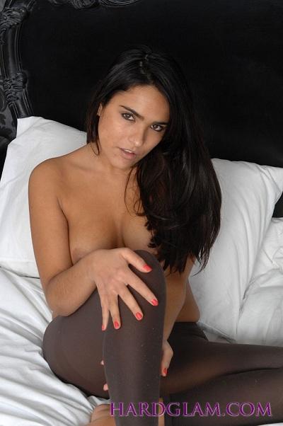 Tori Black is posing totally nude in the mountain desert (0) ...
