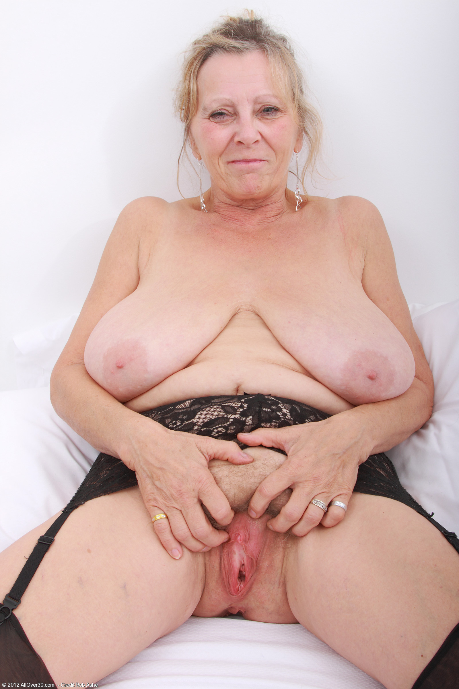 Grannyporn pics sexy pic