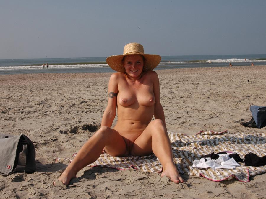 Desnudas En La Playa Poringa Flaca Hermosa Desnuda