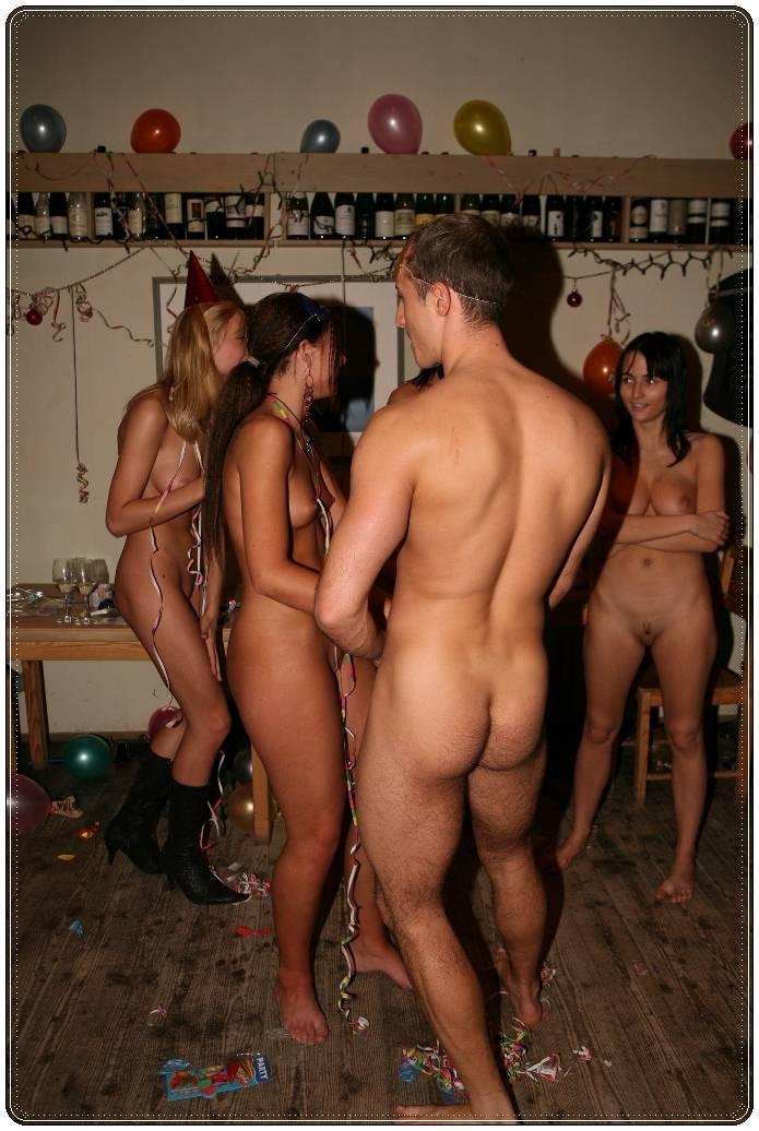 Fiesta erotica al aire libre con mujeres desnudas