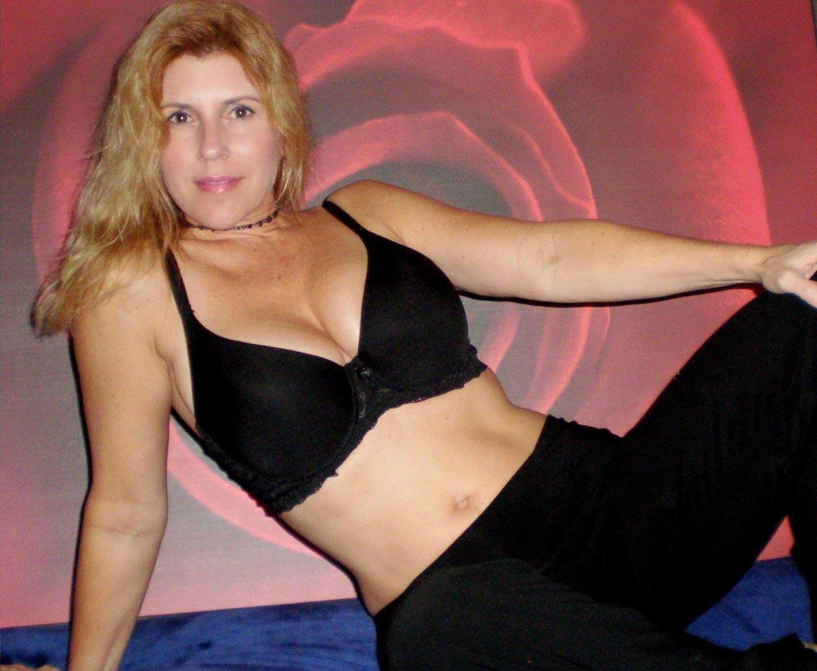 Increíble Señora de 40 años. Tetona y Nalgona. x93 Fotos