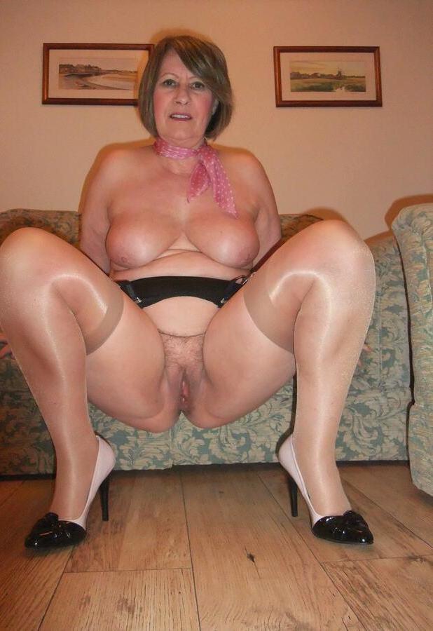 cuarentonas desnudas