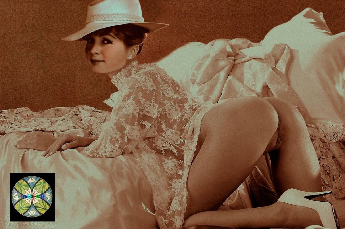 Audrey hepburn bikini joanna kruppa gambar reklame jessica michibata